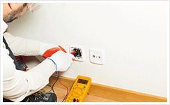 Electricité installer prise électrique